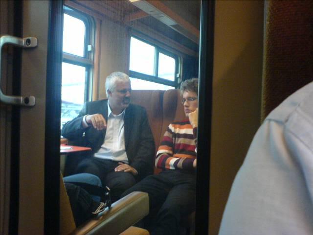 Bruno Tuybens op de trein tussen Zottegem en Brussel Centraal, in eerste klasse natuurlijk